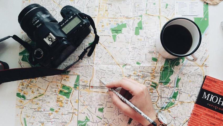 Турист и карта