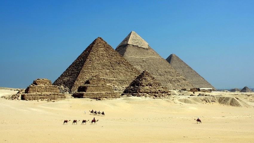 Пирамиды и верблюды
