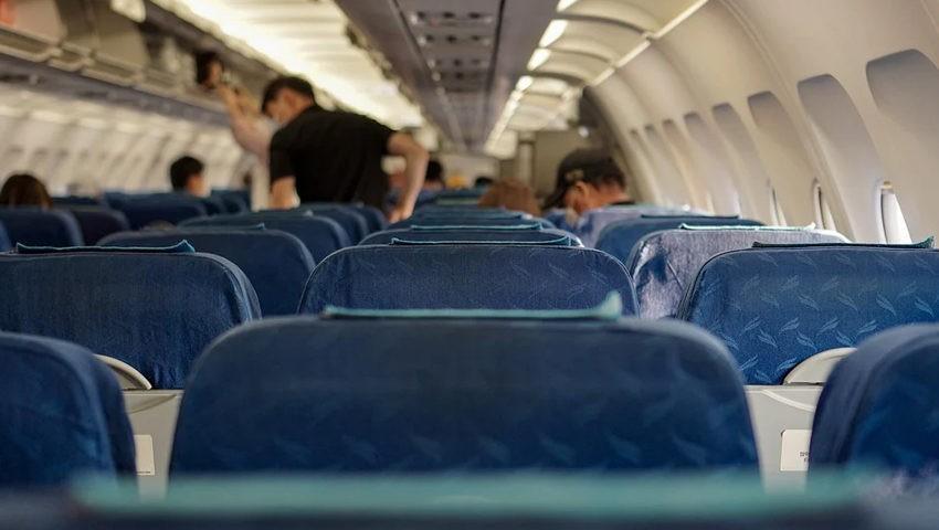 Почему перед взлетом и посадкой нужно приподнимать спинку сиденья?